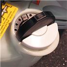 Крышка топливного бака, открываемые без инструмента